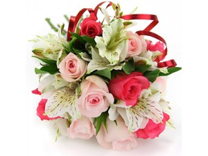Buchet cu trandafiri si alstroemeria